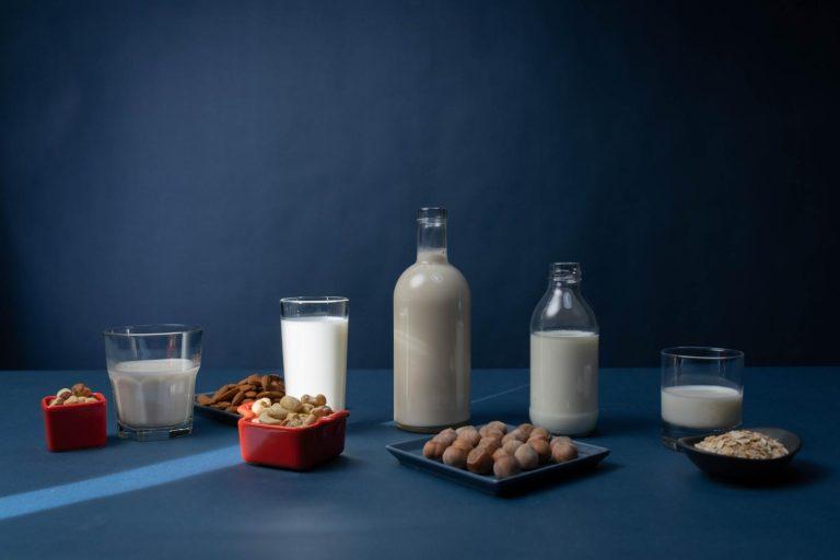 Rastlinné mlieka – cena, ekológia, zdravie. Ako obstoja na trhu oproti kravskému?